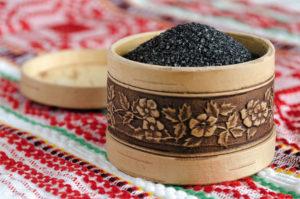 Чёрная соль - польза и вред кулинарной приправы, особенности её применения