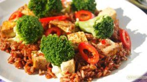 Настоящий кладезь витаминов - красный рис: его польза и вред