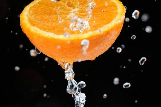 slice-of-orange--juicy--black-background--drop-of-water_3343364