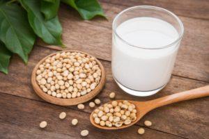 Кладезь витаминов – соевое молоко: польза и вред