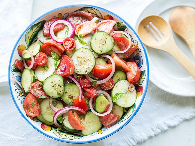 Салат из огурцов и помидоров вреден для здоровья